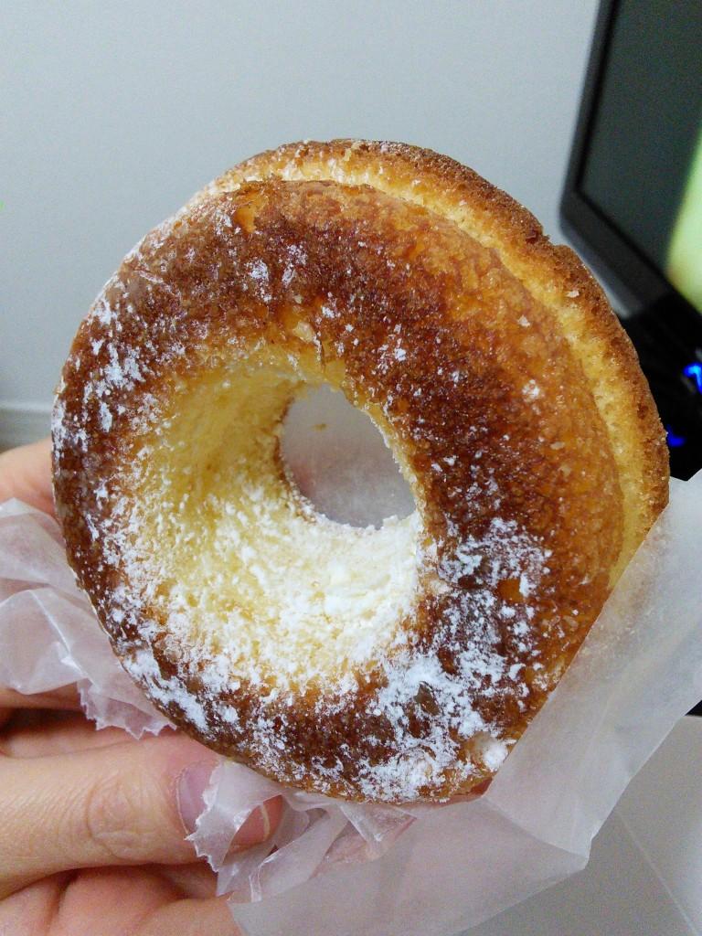 白バラ牛乳ホイップの焼きドーナツ
