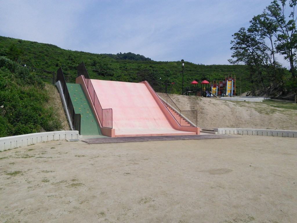 ピンクの滑り台