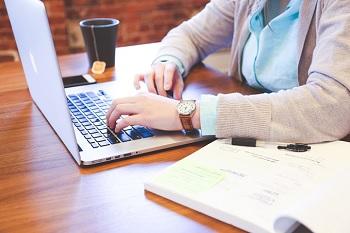 ブログを書く人