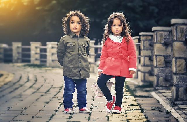 子ども2人の写真