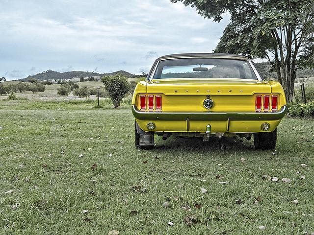 黄色い車の写真