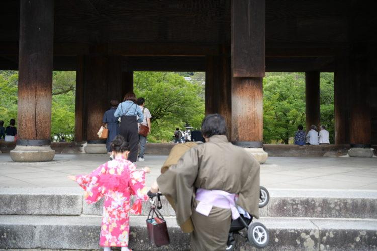 京都は階段が多い